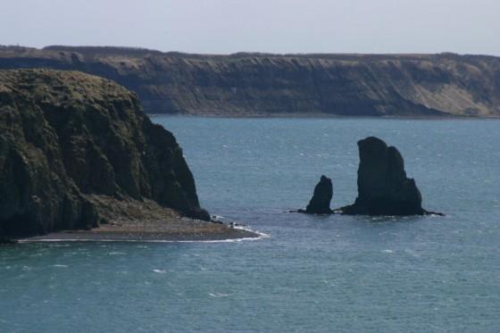 小島(左)とゴメ島(右)