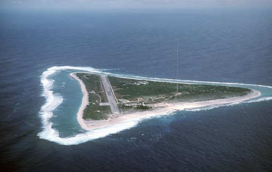 日本最東端の島・南鳥島の航空写真。wikipediaより引用