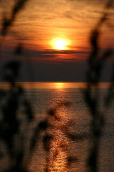 斜里町ウトロの海岸から見た夕陽3