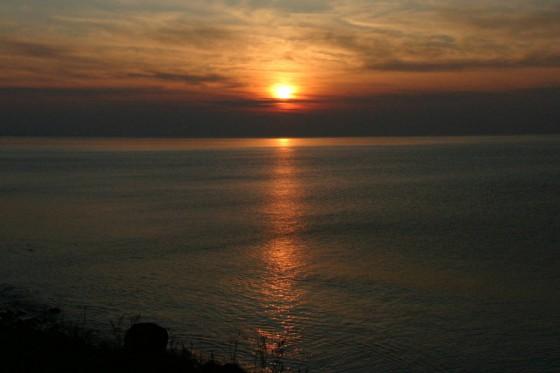 斜里町ウトロの海岸から見た夕陽5
