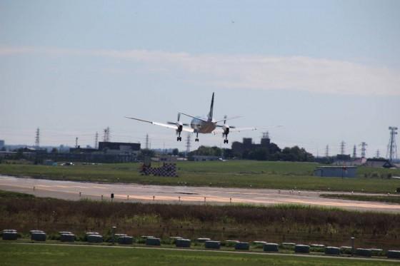 丘珠空港近くの公園より~着陸するサーブ340(HAC)