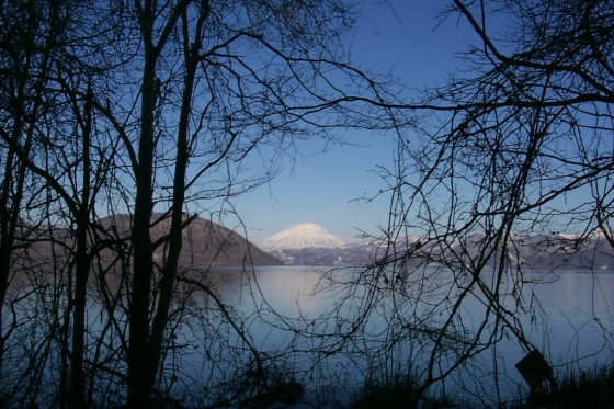 冬の洞爺湖と蝦夷富士・羊蹄山 2000年に撮影