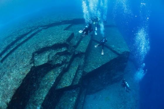 与那国島海底遺跡1 (worldtrip for diving様より引用)