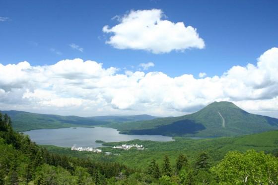 白湯山山頂から眺める阿寒湖と雄阿寒岳