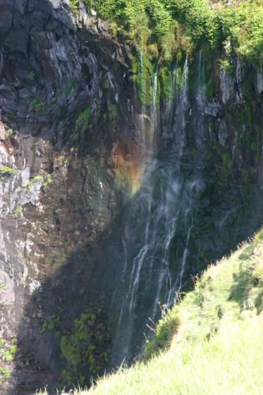 虹が架かったフレペの滝(乙女の涙)
