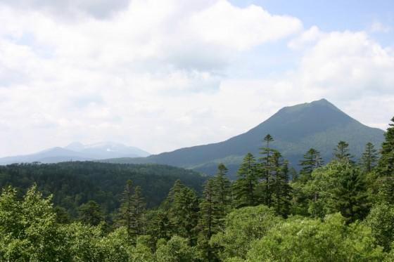 双湖台付近から雄阿寒岳を眺める