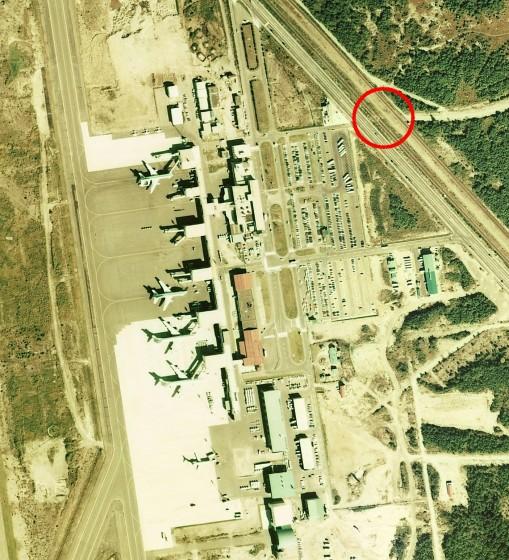 1975年の千歳空港の写真(ターミナルビル周辺拡大)
