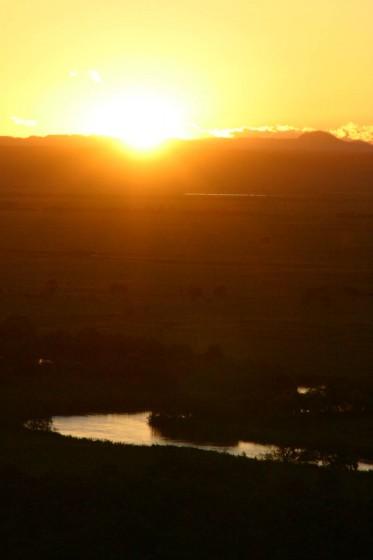 釧路湿原の夕景。太陽の沈みかけ。細岡展望台より。2005年撮影