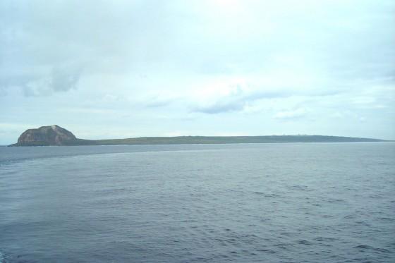 硫黄島の全景。Wikipediaより
