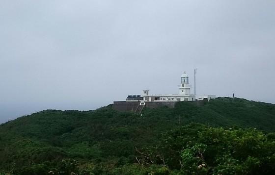 長崎県五島市の女島にある女島灯台。 Wikipediaより