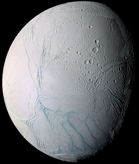 探査機カッシーニが撮影したエンケラドスの写真  Wikipediaより