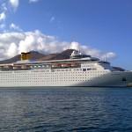 客船「コスタ・ネオロマンチカ」が函館港に入港。安い料金で楽しめるカジュアルクラスのクルーズ