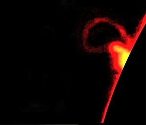 太陽フレアの写真(分かりやすいように太陽側を黒く加工している)